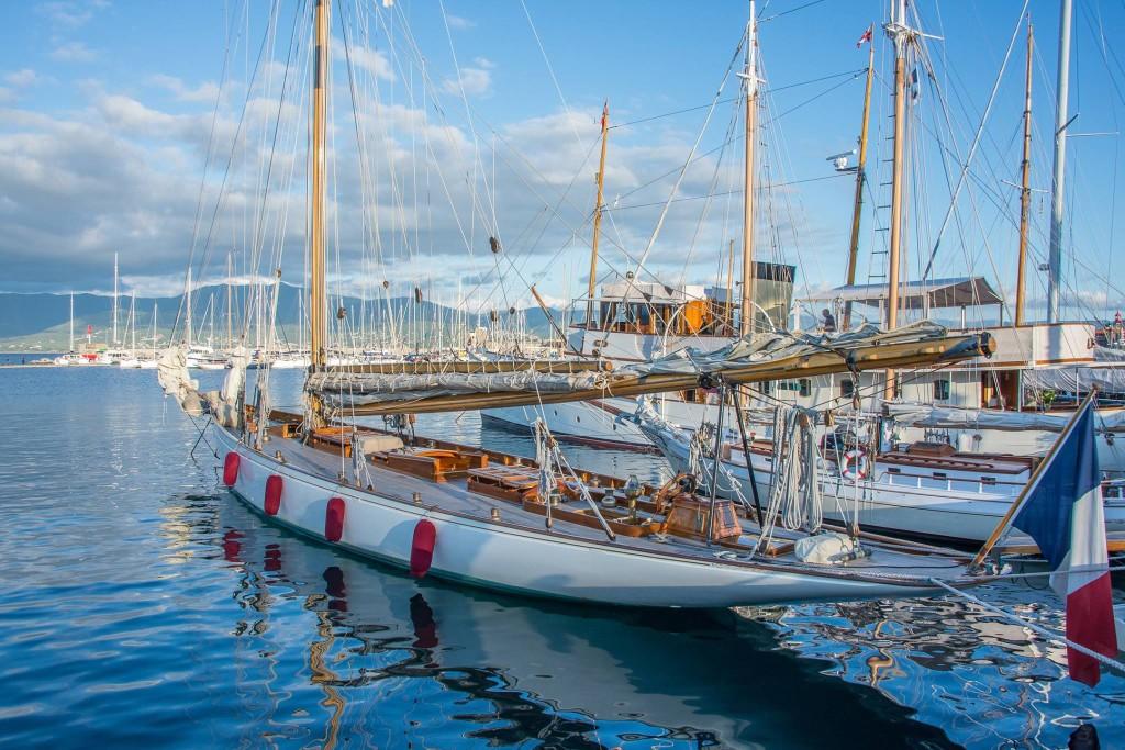 Louer un bateau à Ajaccio pour assister aux régates....et découvrir la Corse.