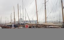 Une météo capricieuse contrarie l'arrivée des yachts sur la Cité Impériale